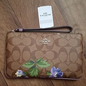 Coach Large Wristlet F73368 Signature Purple Lily